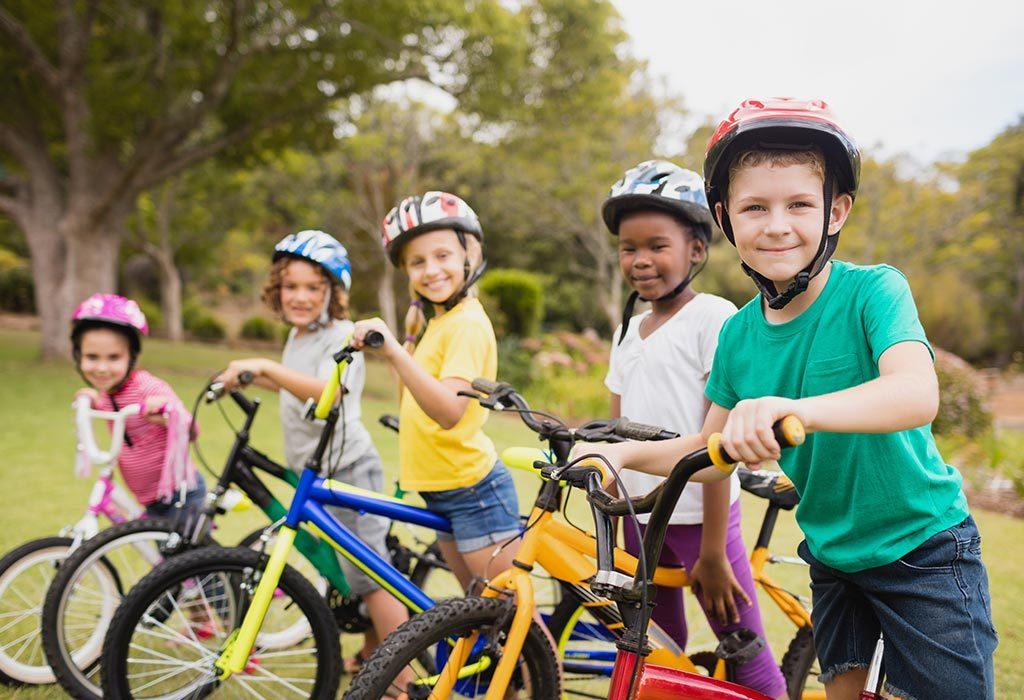 Otroci kolesarijo